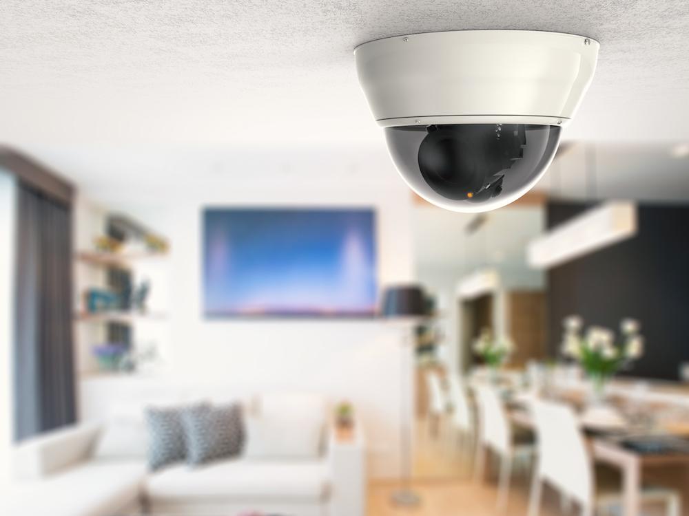 dome beveiligingscamera aan plafond